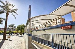 Entrada peatonal del parking Hospital Alicante